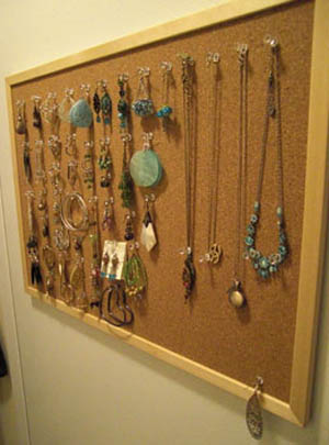 Creative Ways to Hang Necklaces On a Bulletin Board